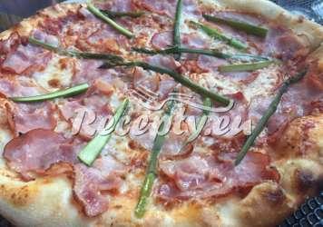 Pizza se zeleným chřestem