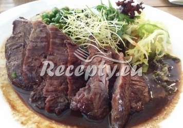 Steak z hovězí svíčkové se zeleným chřestem