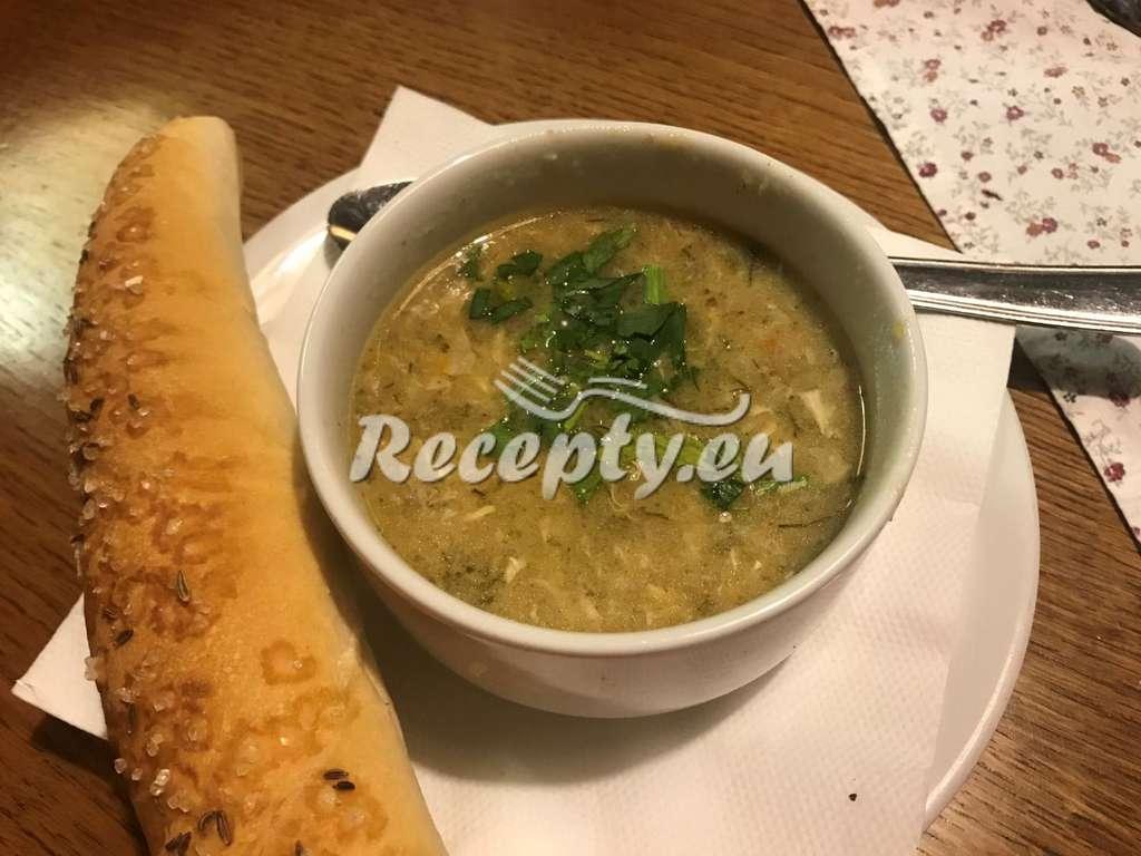Chřestová polévka s hříbky a smetanou