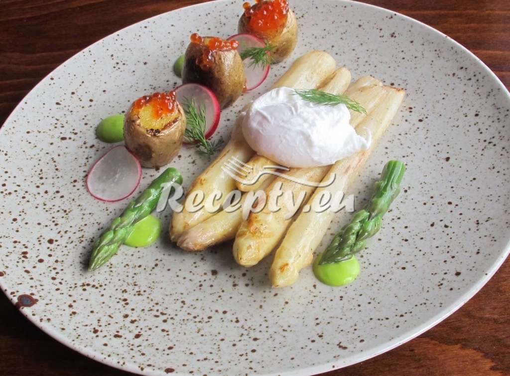 Chřestový salát s česnekem