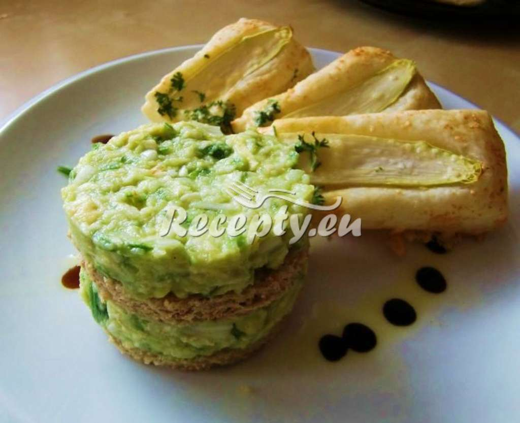 Tataráček ze zeleného chřestu a avokáda